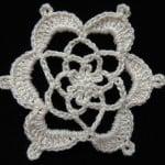 Flor En Crochet ~ Maria Cardama – Trinidad Tejiendo de Corazon
