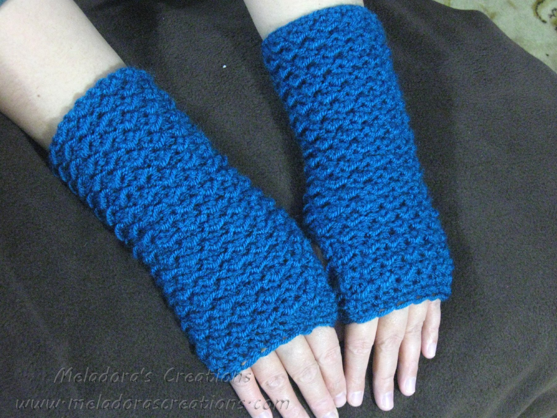 Moss Stitch Finger Less Gloves ~ Meladora's Creations