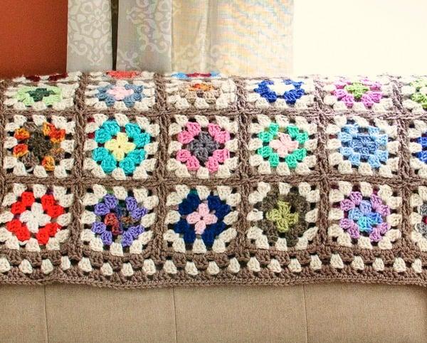 Crochet Granny Square Blanket ~ FREE Crochet Pattern