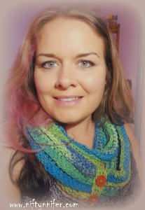 Budgie Infinity Scarf by Jennifer Gregory of Niftynnifer's Crochet & Crafts