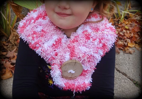 Easy Tizzy Scarf by Jennifer Gregory of Niftynnifer's Crochet & Crafts