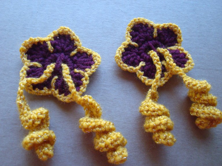 Free Crochet Pattern For Hibiscus Flower : Hibiscus Flower Hair Ties ~ FREE Crochet Pattern