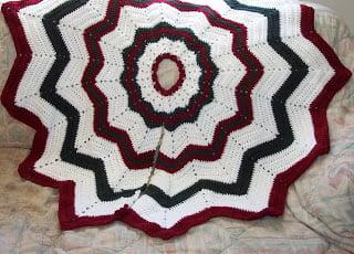 Christmas Tree Skirt ~ SmoothFox Crochet and Knit