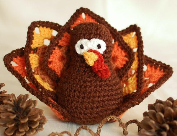 Thanksgiving Crochet Turkey ~ Petals to Picots