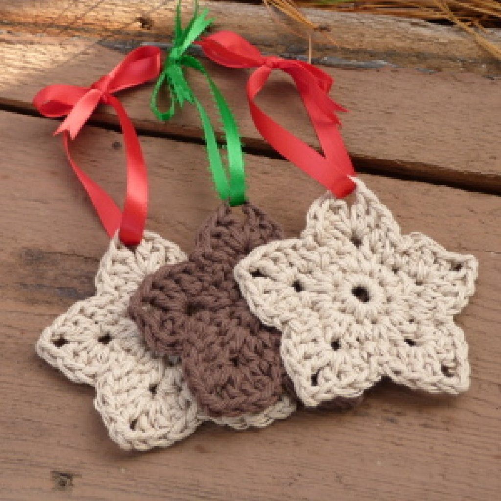 Crochet Christmas Ornaments : Rustic Star Ornament ~ FREE Crochet Pattern
