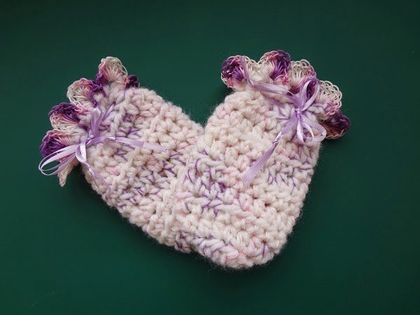 Easy Peasy Baby Mitts ~ Jennifer Gregory - Niftynnifer's Crochet & Crafts