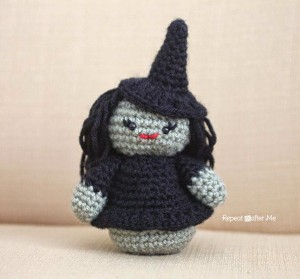 Weeble Wobble Crochet Witch ~ Repeat Crafter Me
