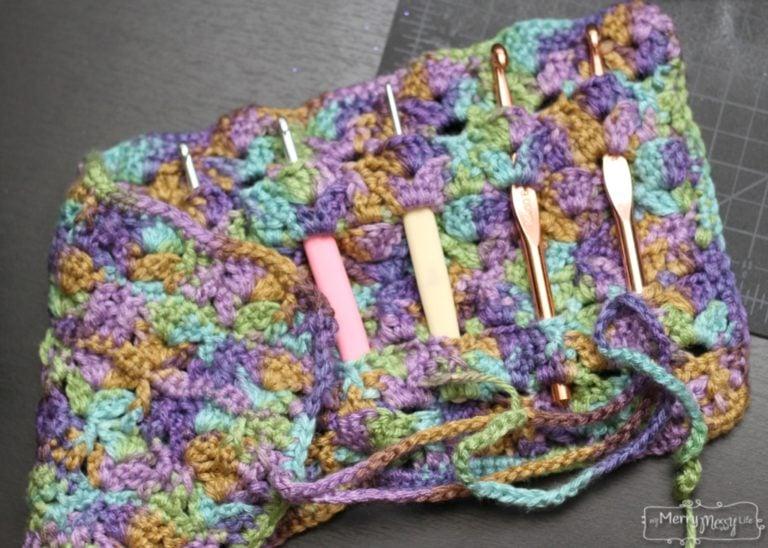 Free Crochet Pattern Hook Case : Scalloped Hook Case ~ FREE Crochet Pattern