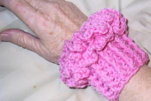 Suzie's One-ball Ruffled Wrist Cozies ~ Suzies Stuff