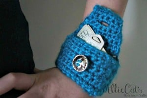 Reflective Wrist Pouch ~ AllieCat's Hats and Crafts - Cre8tion Crochet