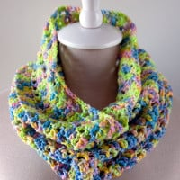 Splash of Spring Crochet Cowl ~ Moogly