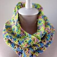 Splash of Spring Crochet Cowl ~ Moogly