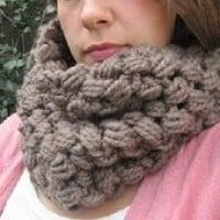 Chunky Cluster Cowl ~ Erin Burger – Crochet Spot