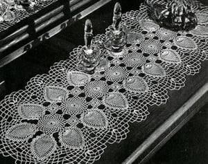 Runner Pattern #7770-A ~ Free Vintage Crochet
