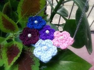 Make A Crochet Flower Necklace ~ Craftbits.com