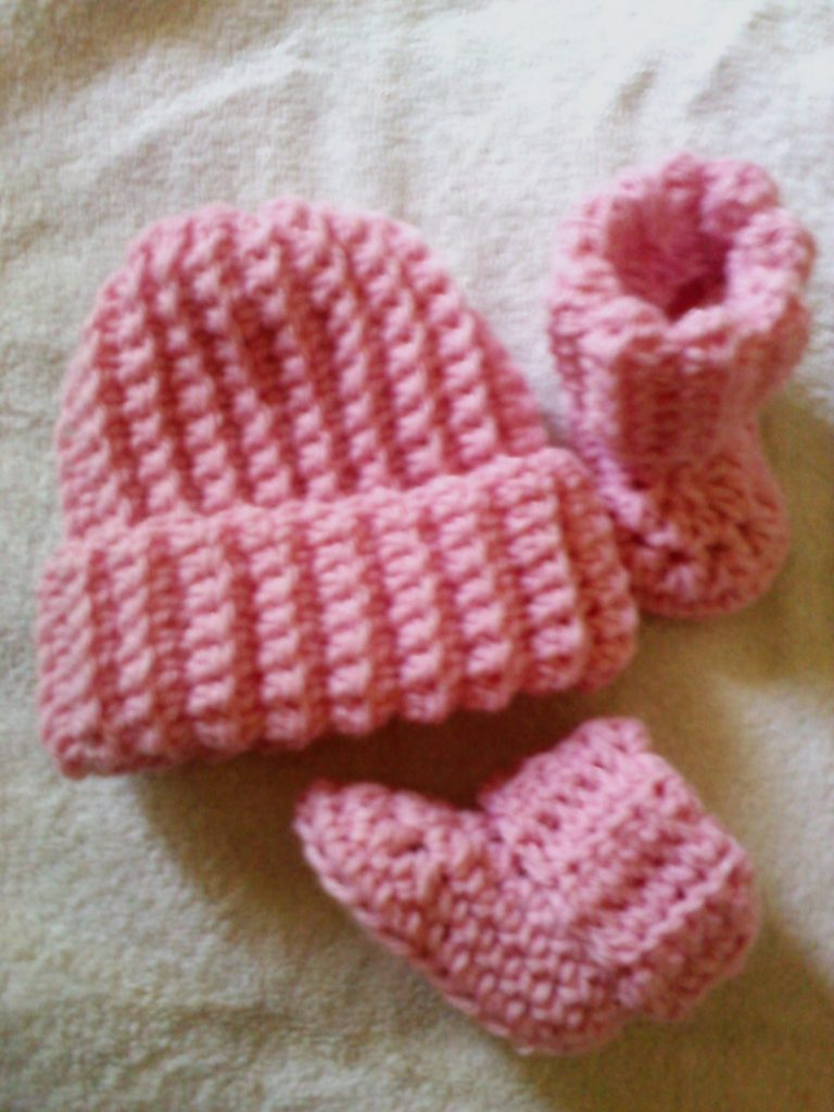 Ribbed Baby Beanie and Booties ~ FREE Crochet Pattern