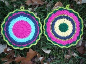 Puffy Scrap Yarn Pot Holder ~ Stitch11