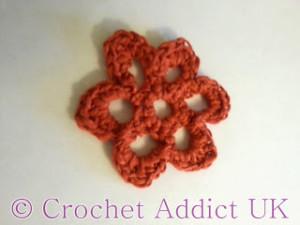 Open Daisy Button Flower ~ Crochet Addict