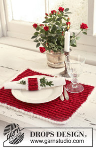 Christmas Place Mat and Serviette Ring by DROPS Design
