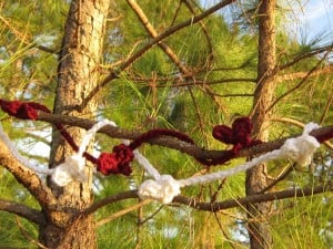 Popcorn Heart Garland by Crochet is the Way