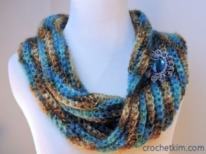 Sea Bling Cowl by Kim Guzman of CrochetKim