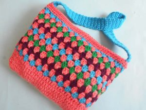 Easy Puffy Colorful Purse by aamragul of Crochet/Crosia Home