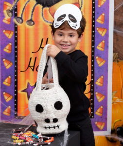 Scary Skull Bag by Michele Wilcox for Red Heart