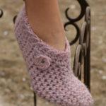 Crochet Slippers in Eskimo by DROPS Design