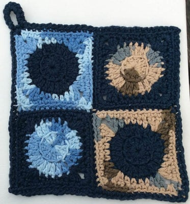 Four Circles Potholder by Marie Segares/Underground Crafter