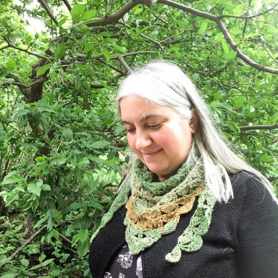 Peacock Shell Triangular Scarf by Marie Segares/Underground Crafter