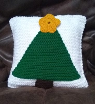 Christmas Tree Pillow by Marie Segares/Underground Crafter