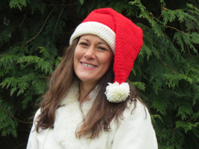 Santa Claus is Coming to Town with a Free Santa Hat Crochet Pattern by Viana Boenzli @ maplewoodroad.com