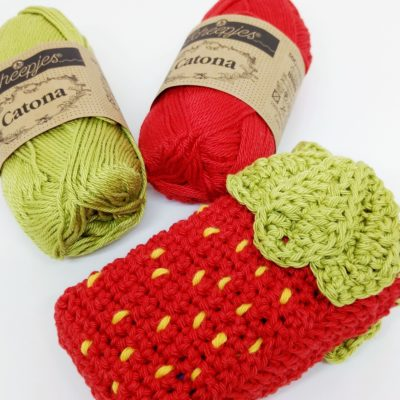 Strawberry Pocket Tissue Holder by Cat at Crochet Cloudberry