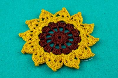 Easy Crochet Sunflower by blueraindrops