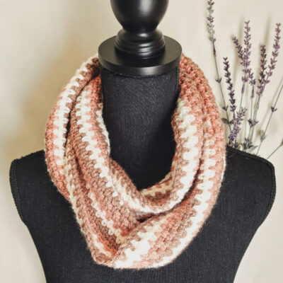 Retro Infinity Scarf by The Loophole Fox (Designer) / Underground Crafter (Publisher)