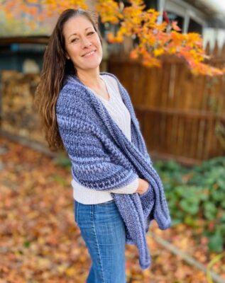 Crochet Pocket Shawl by Viana @ maplewoodroad.com