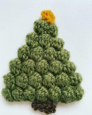 Christmas Tree Appliqué by Memory Lane Crochet.
