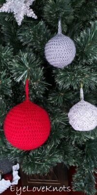 Lightweight Bauble Ornament by Alexandra of EyeLoveKnots