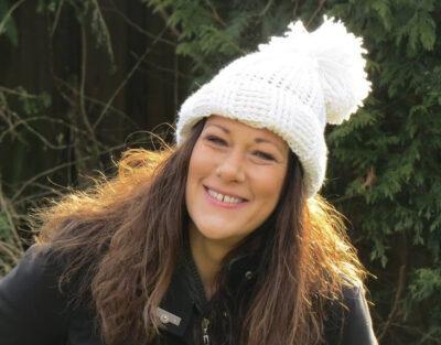 Quick Winter Hat by Viana Boenzli from maplewoodroad.com