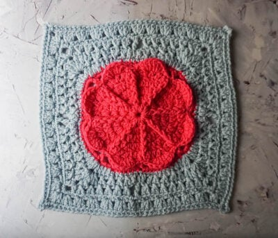 Spring Is On The Way Square by Marie/Underground Crafter. This beautiful afghan square features a pretty flower in the middle.