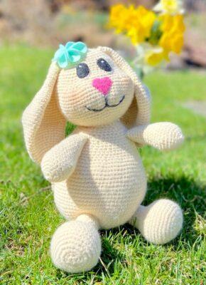 Bunny Amigurumi by Viana Boenzli from maplewoodroad.com