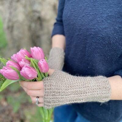 Holbourne Mitts by Hannah Cross from HanJan Crochet