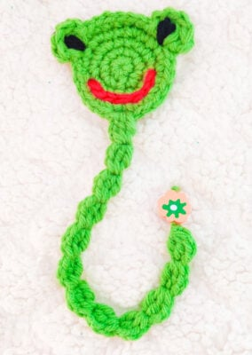 Cute Crochet Frog Bookmark by rajiscrafthobby