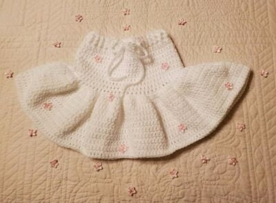 Crochet Ruffle Baby Skirt by Toyslab Creations.